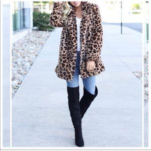 Gorgeous leopard faux fur jacket
